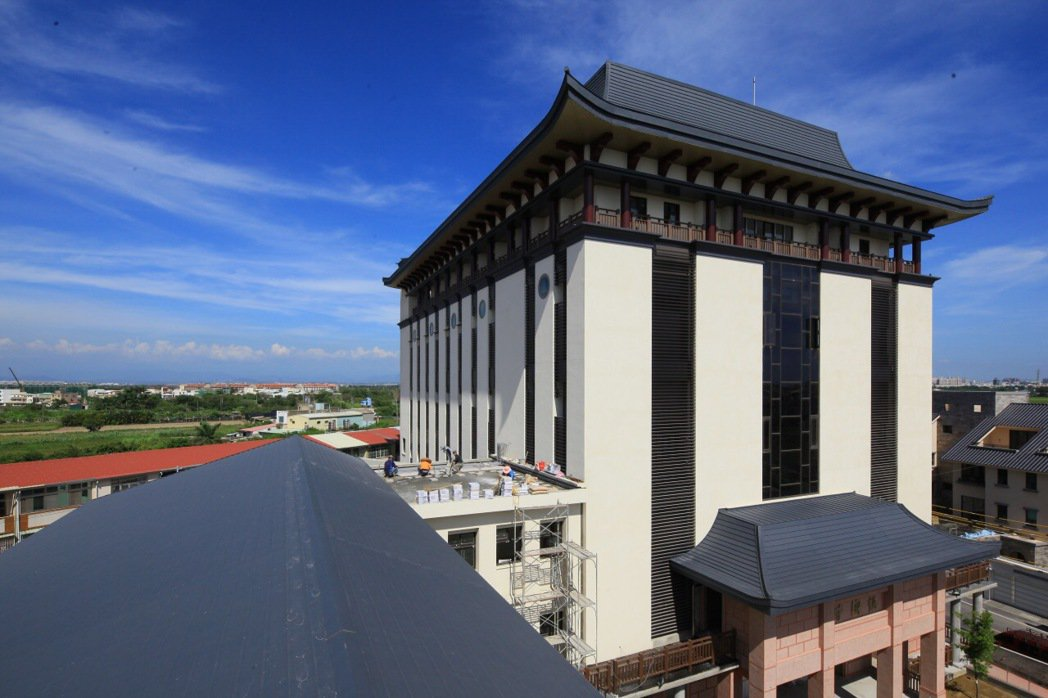 佛光山福國寺採用德國進口Novelis,提升台灣建築美學、創造獨特建築風格、完美...