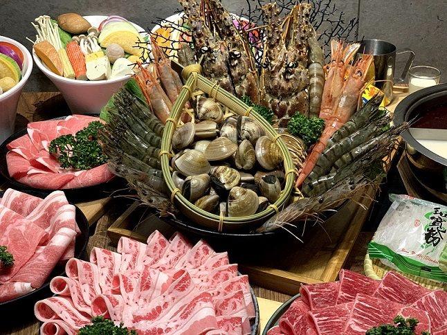 豪華龍蝦四人套餐。  樂崎火鍋/提供