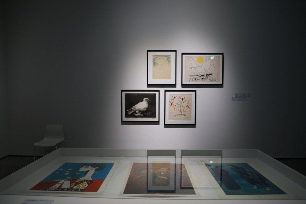 「不均的平面:1957-1983 面向國際的臺灣版畫」展出畢卡索版畫作品。南美館...