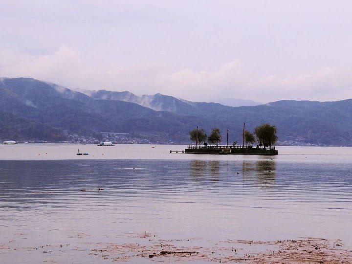 湖中小島,容後再敘