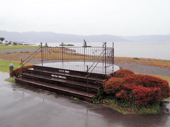 展望台,上書「諏訪湖標高759米,周長15.9 km」