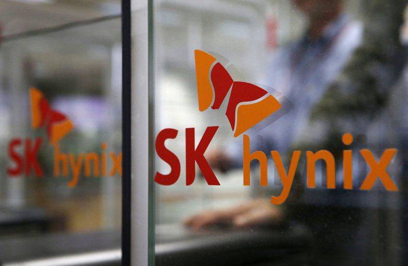 SK海力士今天宣布,將以90億美元收購英特爾儲存型快閃記憶體記憶體與儲存事業。(路透)
