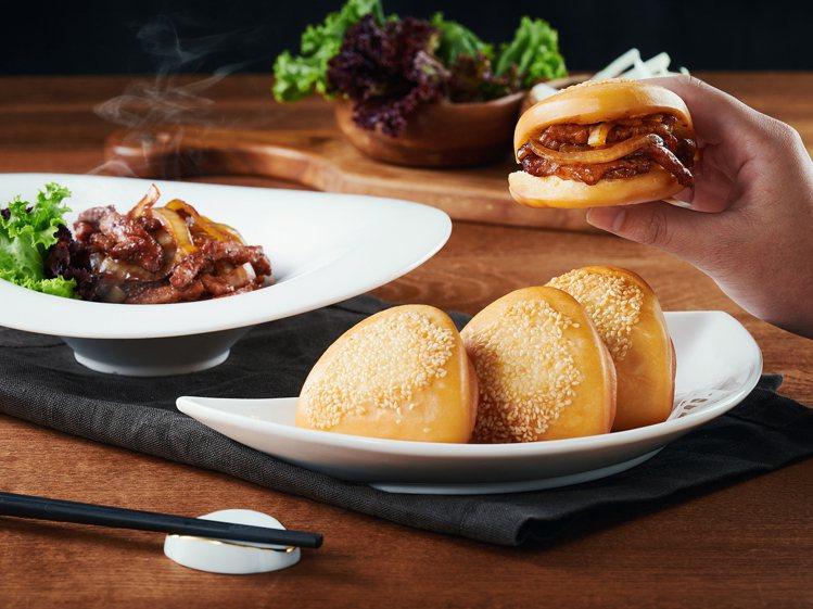 以荷葉包搭配醬爆肉絲的「黃金荷葉包」。圖/王品提供