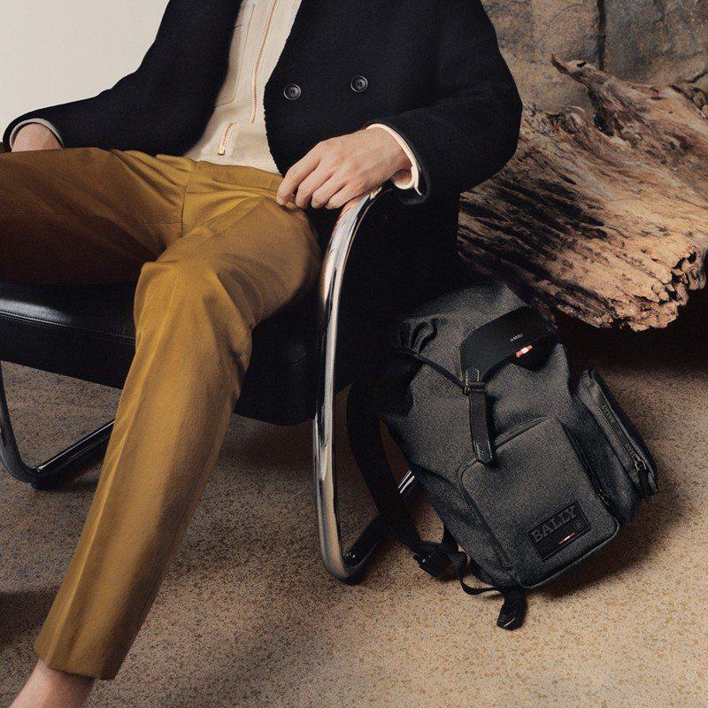 BALLY Raise黑色尼龍雙袋後背包,32,680元。圖/BALLY提供