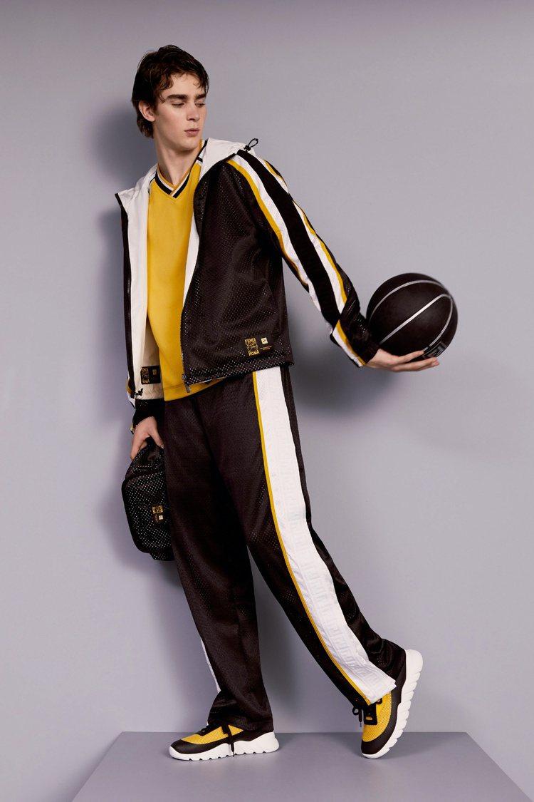 FENDI以品牌標誌黃色點綴黑、白,褲長及袖長都可以透過鈕扣來調整長度。圖/FE...