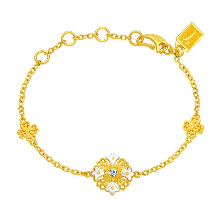 鎮金店 「花之魅影」純金鑲嵌貝母系列手鍊,36,600元。圖/鎮金店提供