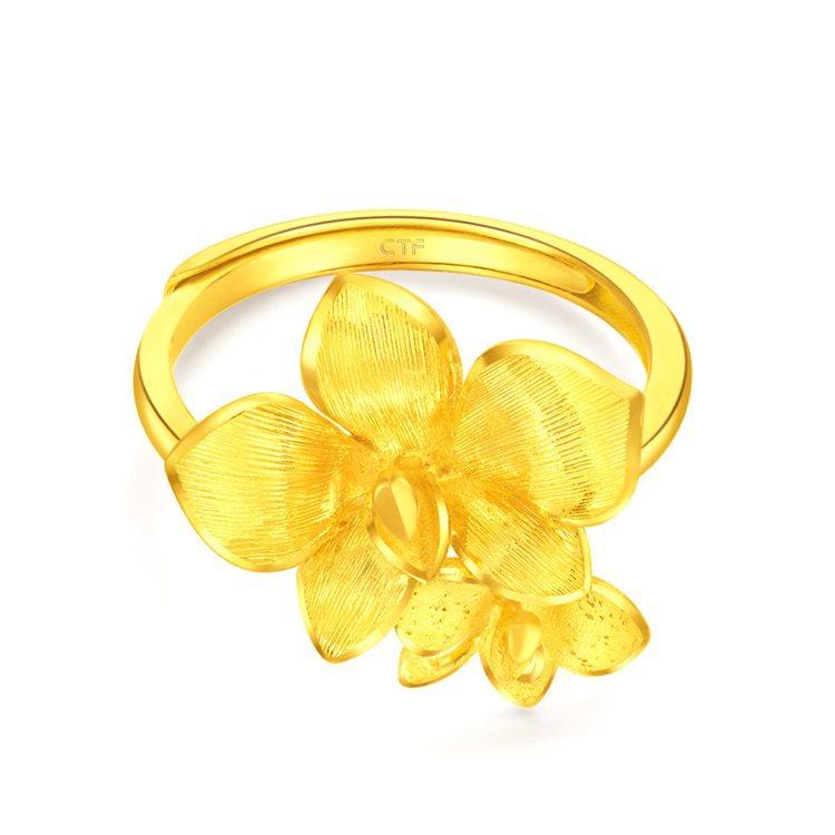 周大福「牽囍」系列「蝴蝶蘭」黃金戒指,價格店洽。圖/周大福提供