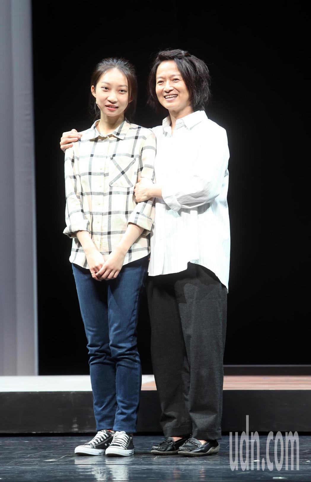 「我們與惡的距離」劇場版彩排,謝瓊煖(右)、陳以恩等人出席。記者曾吉松/攝影