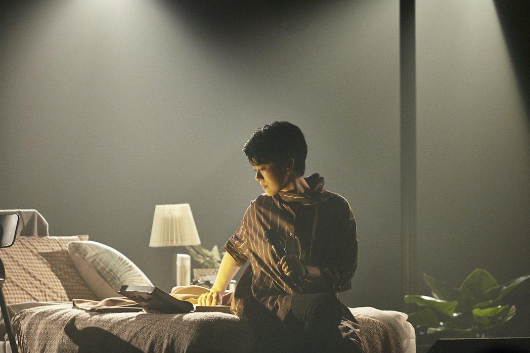 岑寧兒昨晚開唱,化身說書人彈唱床邊故事。圖/如此有限公司提供