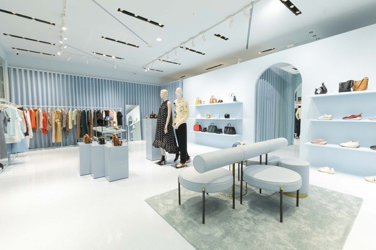 LANVIN在台北信義新天地A9館1樓推出快閃店,販售男女服裝和鞋款、包款等配件...