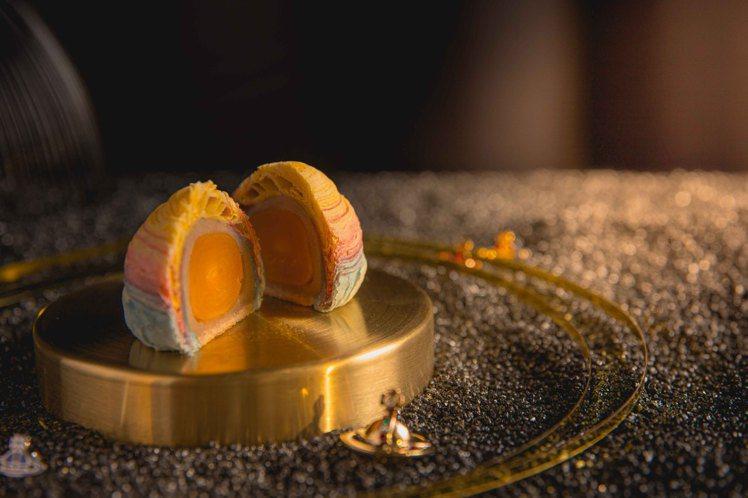 紫霞▪映日蛋黃酥(芋泥)。圖/Vivienne Westwood提供
