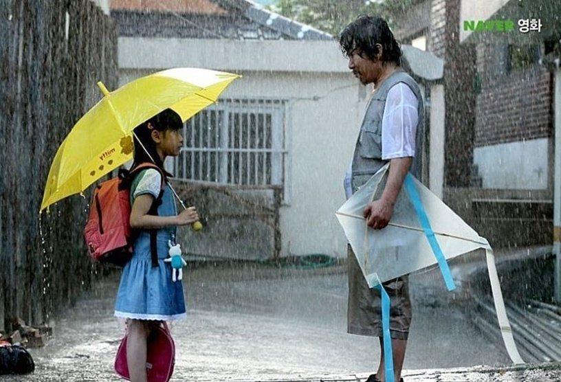 由真人真事改編的南韓電影「素媛」,讓不少觀影的民眾為受害者心疼落淚。圖/摘自NA