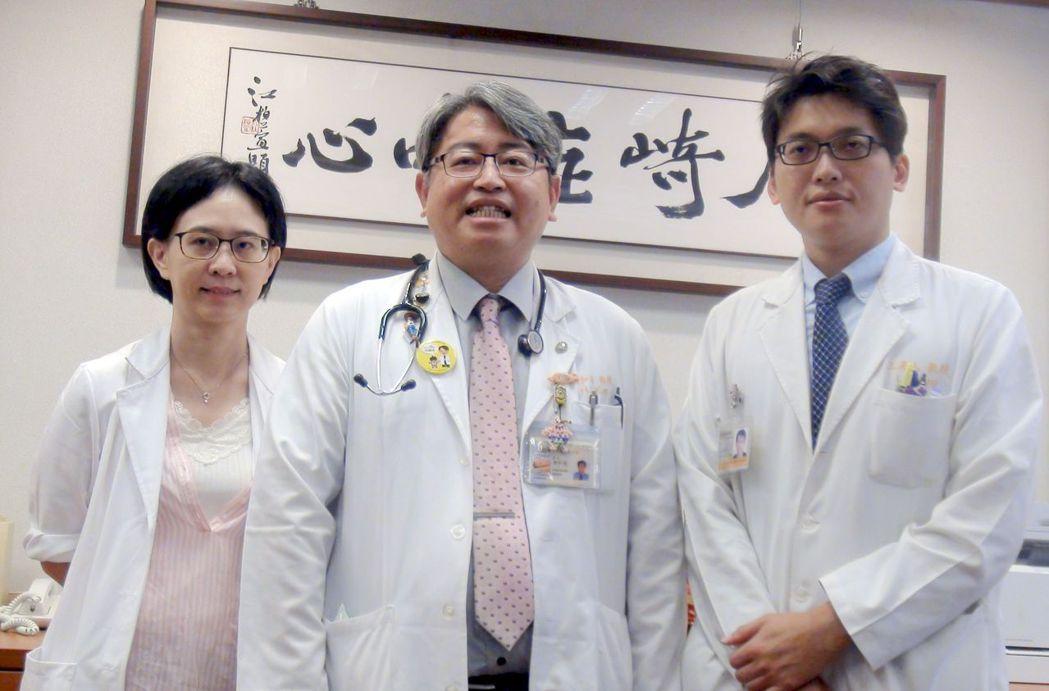 高雄長庚兒童心智科醫師王亮人(右起),過敏免疫科醫師郭和昌及過敏氣喘風濕科主任張...