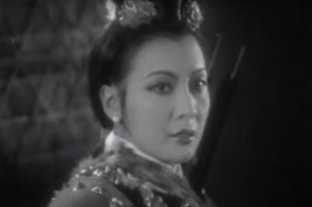 陈云裳的「木兰从军」在上海大受欢迎,票房鼎盛,却在香港闹出自己打自己的有趣情况。 ...