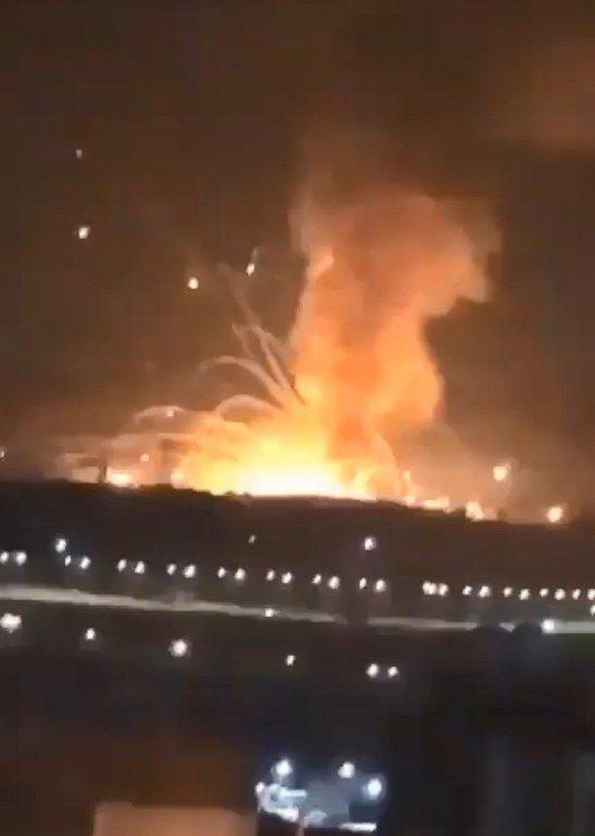 約旦今日稍早驚傳一系列爆炸。路透 圖/截自twiiter@Political_Room影片