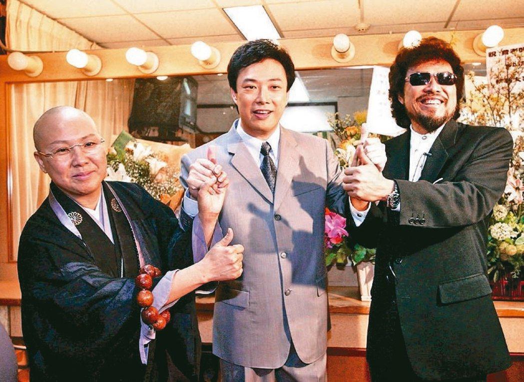恆述法師(左起)、費玉清、張菲是演藝圈高知名度姊弟檔。本報資料照片