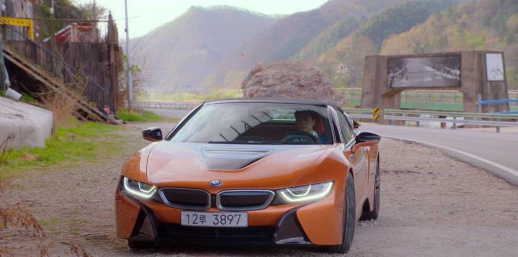 不管是BMW i8或i8 Roadster,兩種車型現在已經沒在韓國販售了,BM...