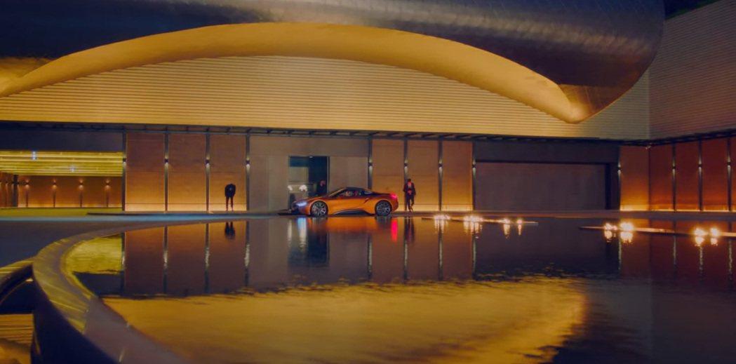 BMW i8/i8 Roadster因為停產的緣故,現在已無販售。 圖/截自Ne...