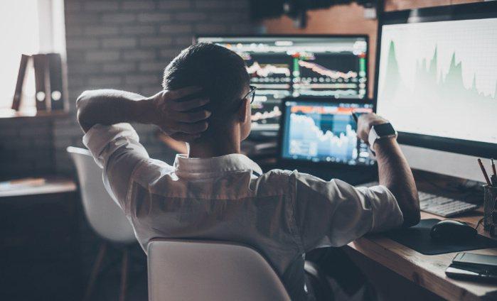 美股漲高回檔,投資人猶豫該趁勢加碼或持續觀望。 圖/富蘭克林 提供