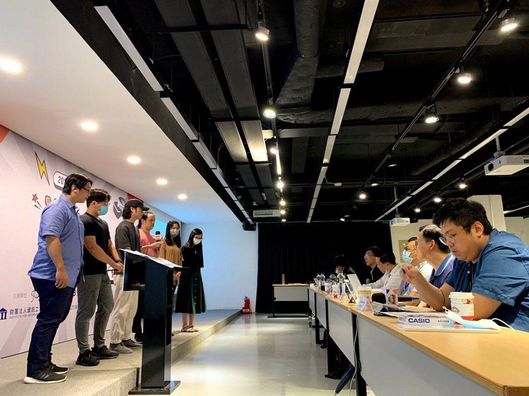 參賽團隊列席回答評審提問。 蔡尚勳/攝影