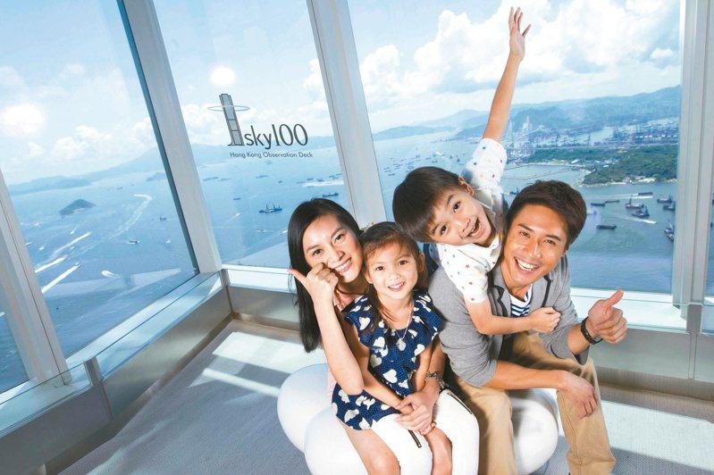 隨著疫情放緩,香港天際100觀景台(393米高)9月11日重新開放。(中通社)
