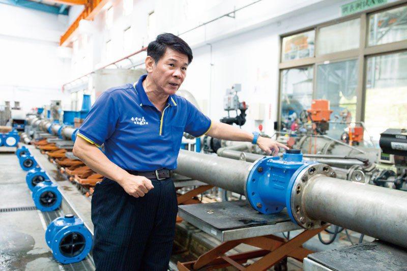 弓銓總經理楊崇明與水為伍30年,帶領弓銓以「智慧水網」為核心,扭轉台灣的缺水困境,讓台灣智慧水管理產業站上國際舞台。
