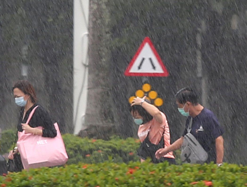 這兩天台灣的天氣是典型的晴時多雲偶陣雨。本報資料照片