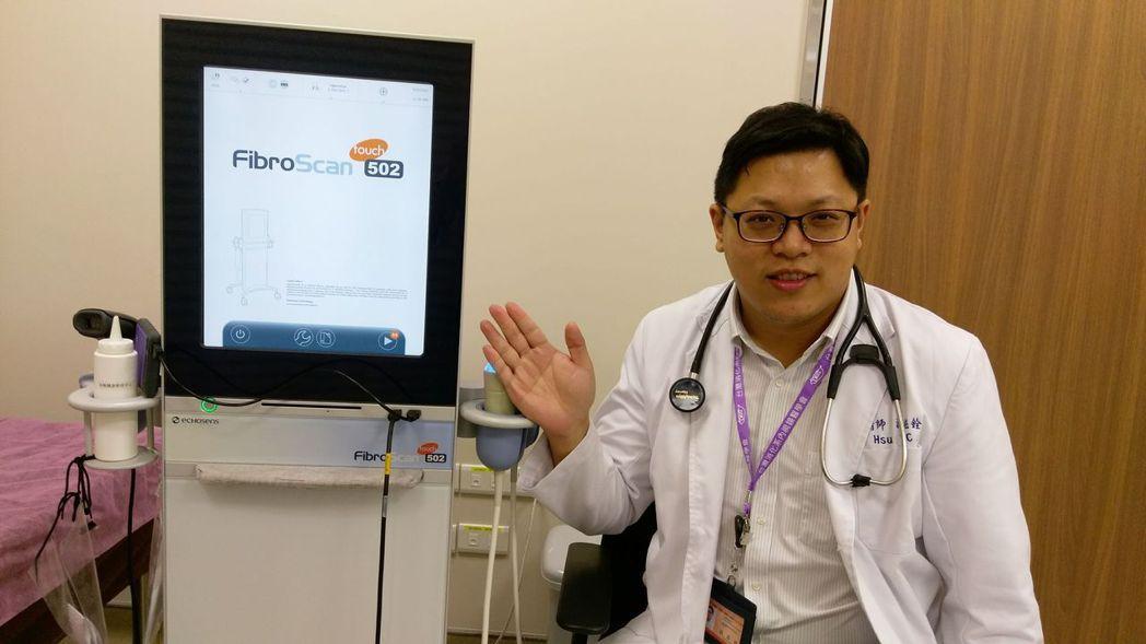 醫師許鈺銓提醒民眾,要定期做肝病檢查,尤其是40歲以上、BMI大於或等於24、腰...