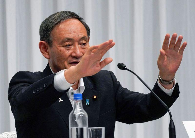 被視為下任日本首相有力人選的內閣官房長官菅義偉10日在電視節目中表示「不得不上調消費稅」,引發爭議。他翌日改口,稱「未來10年內沒有必要上調」。路透