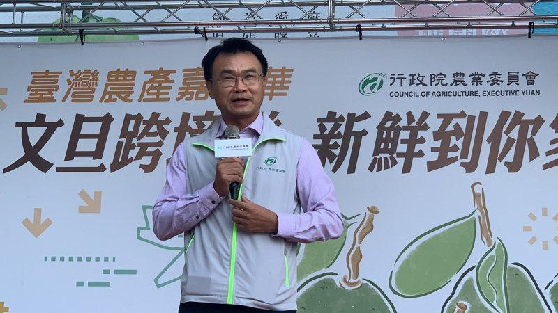 農委會主委陳吉仲今天到台南麻豆出席文旦跨境直送記者會。記者吳淑玲/攝影