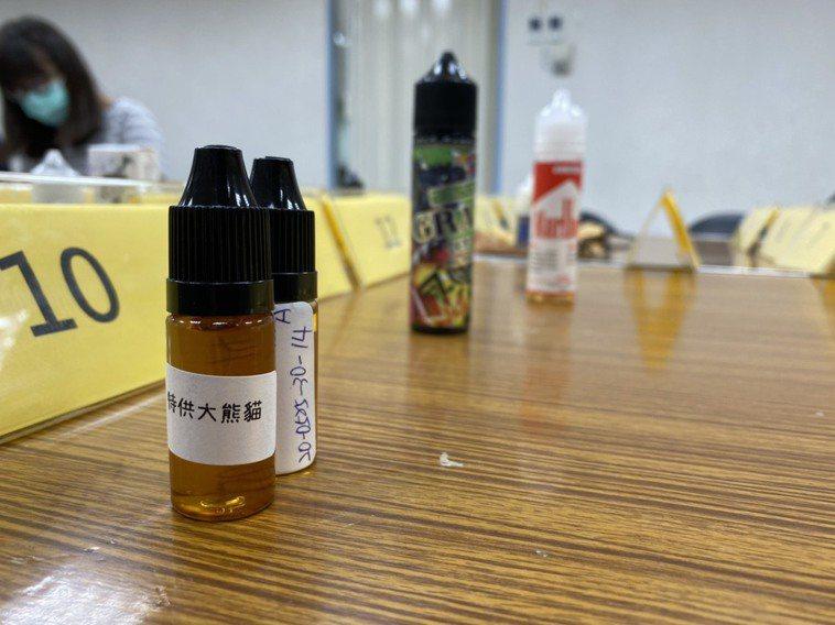 消基會從網路電商平台露天拍賣、蝦皮購入20件電子煙油進行檢驗,其中有11件含尼古...