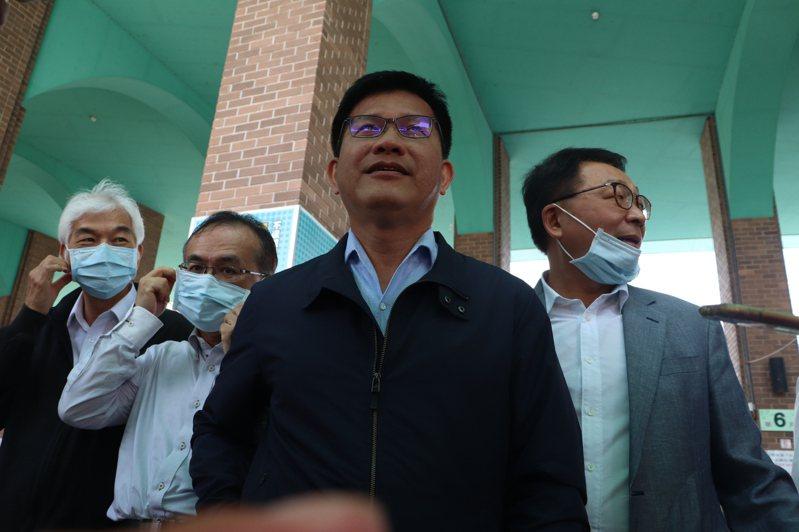 交通部長林佳龍(中)今天到羅東轉運站視察,對於北宜高鐵表示不會受到影響。記者王燕華/翻攝