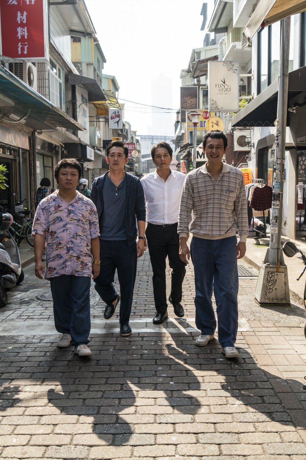 纳豆(左起)、施名帅、郑人硕以及刘冠廷在「同学麦娜丝」中齐聚飙戏。 图/甲上提供