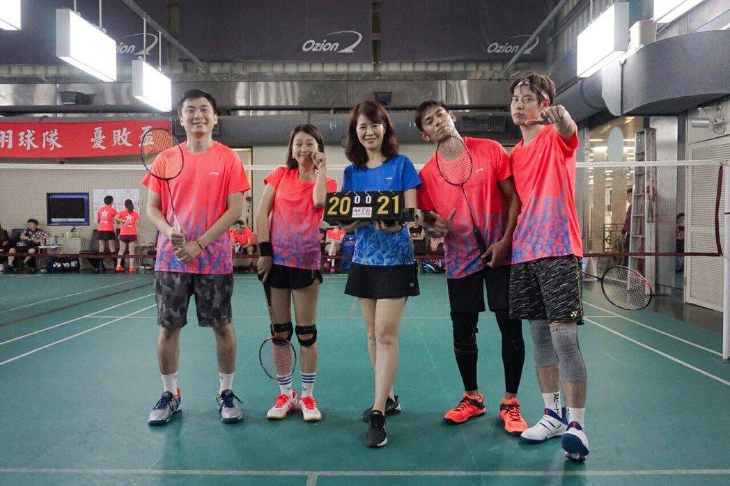 阿廖仔(左起)、六月、亮哲、餅乾參加明星羽球賽,拿下好成績。圖/傳軒媒體、周宜霈...