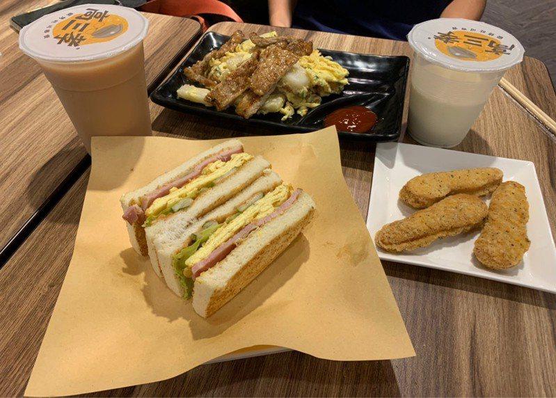 高三孝碳烤吐司餐點美味分量足。記者趙宥寧/攝影