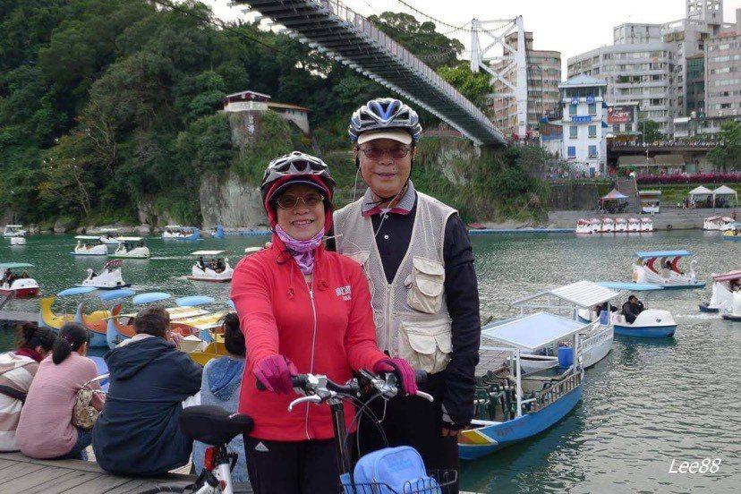 81歲的超強健身阿伯李正明,和77歲的妻子,是甜蜜相伴52年的運動咖。圖片由李正...