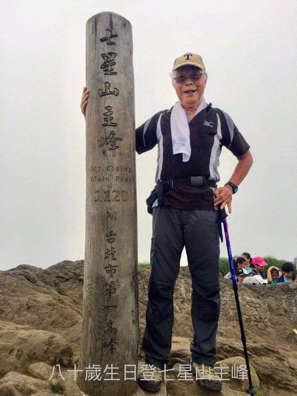 81歲的超強健身阿伯李正明,現仍每周爬一次七星山。圖片由李正明授權「有肌勵」刊登