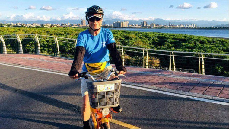 81歲的超強健身阿伯李正明,現仍每周騎一趟36公里單車。圖片由李正明授權「有肌勵...