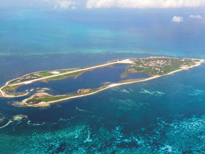陸出動海空軍在我國西南海空域進行演練,引發國際關注,王定宇指出,除了正規戰機、軍艦外,自9日起上午7時起,東沙島也遭到疑似中國海上民兵、大批船隻包圍。 聯合報系資料照