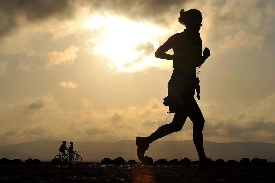 在生活習慣方面,如果有流汗,應盡速將汗水擦拭乾淨,因為汗水是偏弱鹼性的刺激物,殘...