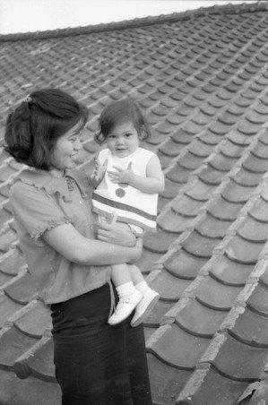 媽媽未婚生下賴佩霞,讓她成為沒有父親的混血兒。圖/賴佩霞提供