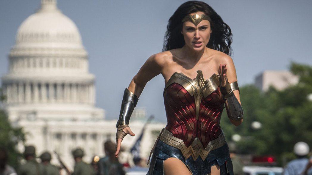 「神力女超人1984」現又要延到耶誕節才上映。圖/摘自imdb