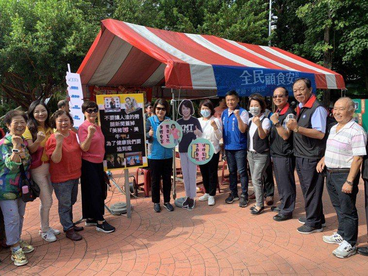 嘉義市黨部今天上午在文昌公園展開連署。記者李承穎/攝影