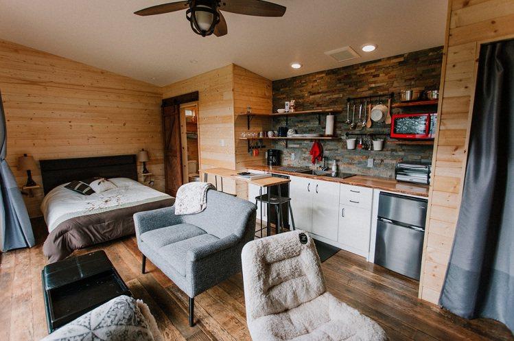 「迷你屋」內陳設極簡卻溫馨。圖/Airbnb提供