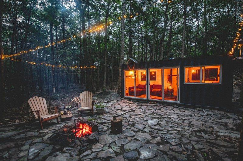 美國紐約州的星空貨櫃屋。圖/Airbnb提供