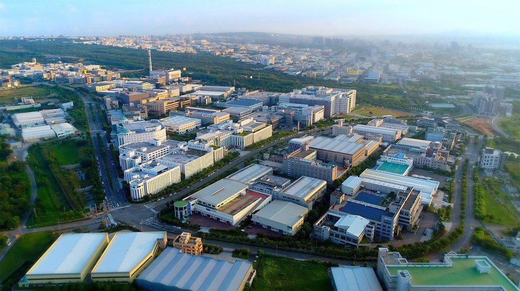 今年上半年外國人在台中購置建物共111棟、土地228筆,取得土地總面積達2萬53...
