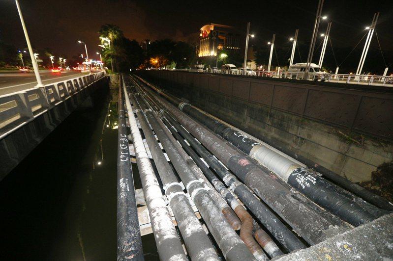 華運倉儲查乙烯管破漏,需要幾天的時間。圖/本報資料照片