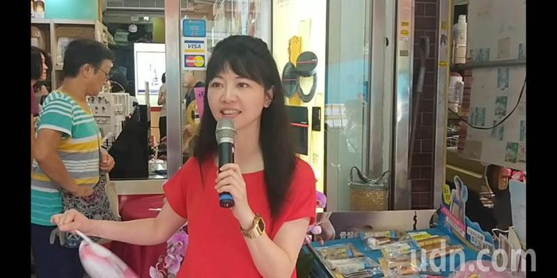 「港湖女神」台北市立委高嘉瑜今天回到基隆老家,人氣很旺。記者游明煌/攝影