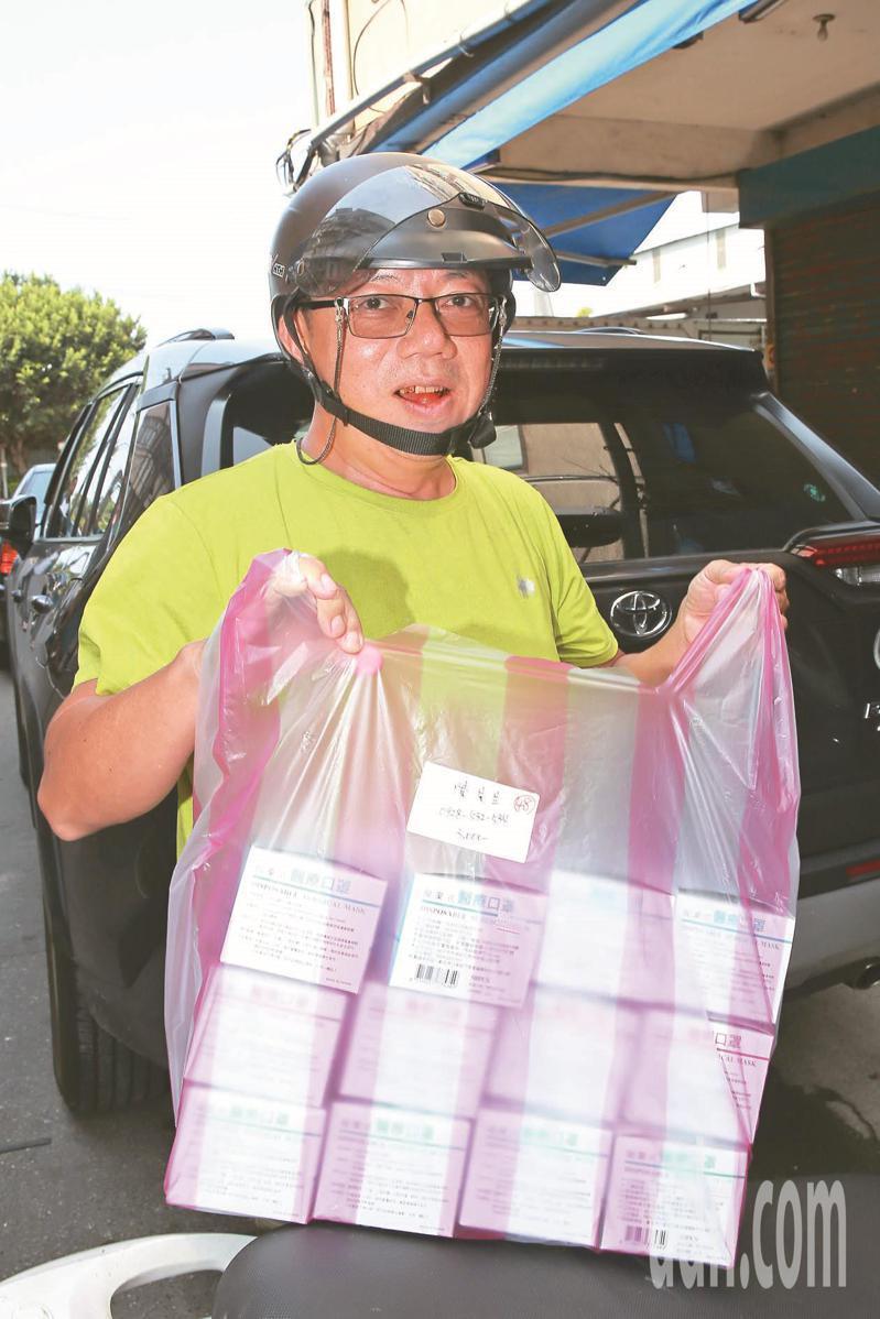 連日來民眾不斷前往退貨,截至今天上午為止已超過4000盒,退款也破百萬元。圖為退貨的民眾。本報資料照片
