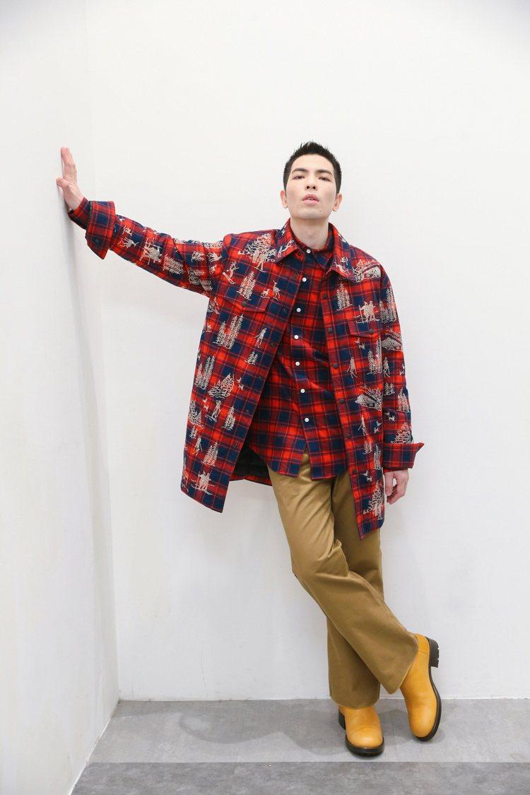 蕭敬騰身穿Acosta施華洛世奇水晶貼飾法蘭絨格紋襯衫外套44萬2,700元、卡...